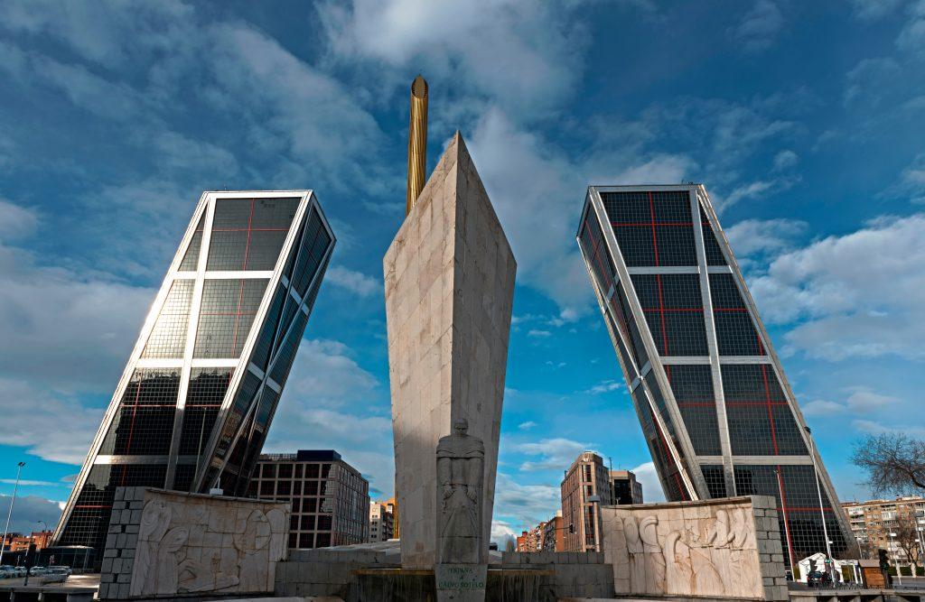 La Puerta De Europa Las Torres Inclinadas M S Famosas De