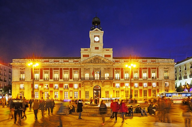 Plaza de la puerta del sol la plaza m s conocida e importante de madrid - Hostales en madrid puerta del sol ...